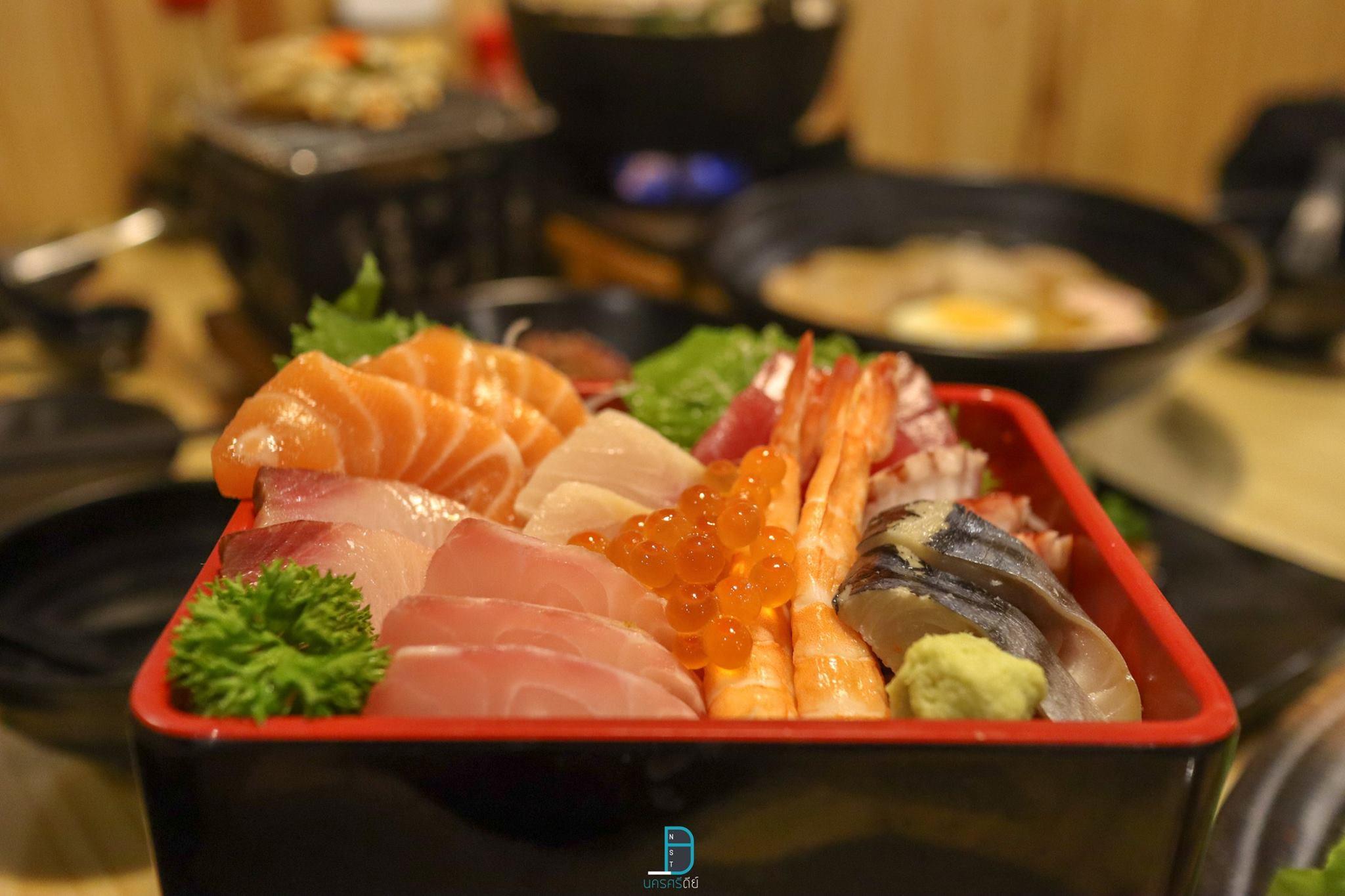 มาต่อกันด้วยร้านอาหารญี่ปุ่นสุดฮิต-ถือว่าเป็นเจ้าแรกของเมืองนครกันเลย-นั่นก็คือร้าน-Ginza-Izakaya-ขอบอกว่าเมนูมีเยอะมาก-ร้านนั่งชิวๆสบายๆ-รสชาติเด็ดเลยล่ะครับ ที่กิน,ที่เที่ยว,นครศรีธรรมราช,เมืองคอน,2018,BunprasopGardenHotel,นครศรี,อำเภอเมือง
