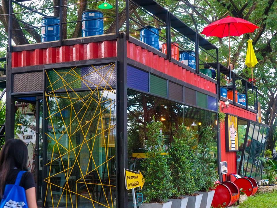 มาถึงคาเฟ่สวยๆ-ในป่ากลางเมืองกันอีกที่-นั้นก็คือ-Gorilla-in-the-Garden-ร้านนี้ขอบอกเลยว่าสุดๆเช่นกันยิ่งนั่งกินลมชมวิวบนชั้นสองนี้สุดไปอีก-แถมมีจุดถ่ายรูปสวยๆเยอะด้วยนะเออ-พิกัด-:-ซอยหอไตร-3 ที่กิน,ที่เที่ยว,นครศรีธรรมราช,เมืองคอน,2018,BunprasopGardenHotel,นครศรี,อำเภอเมือง