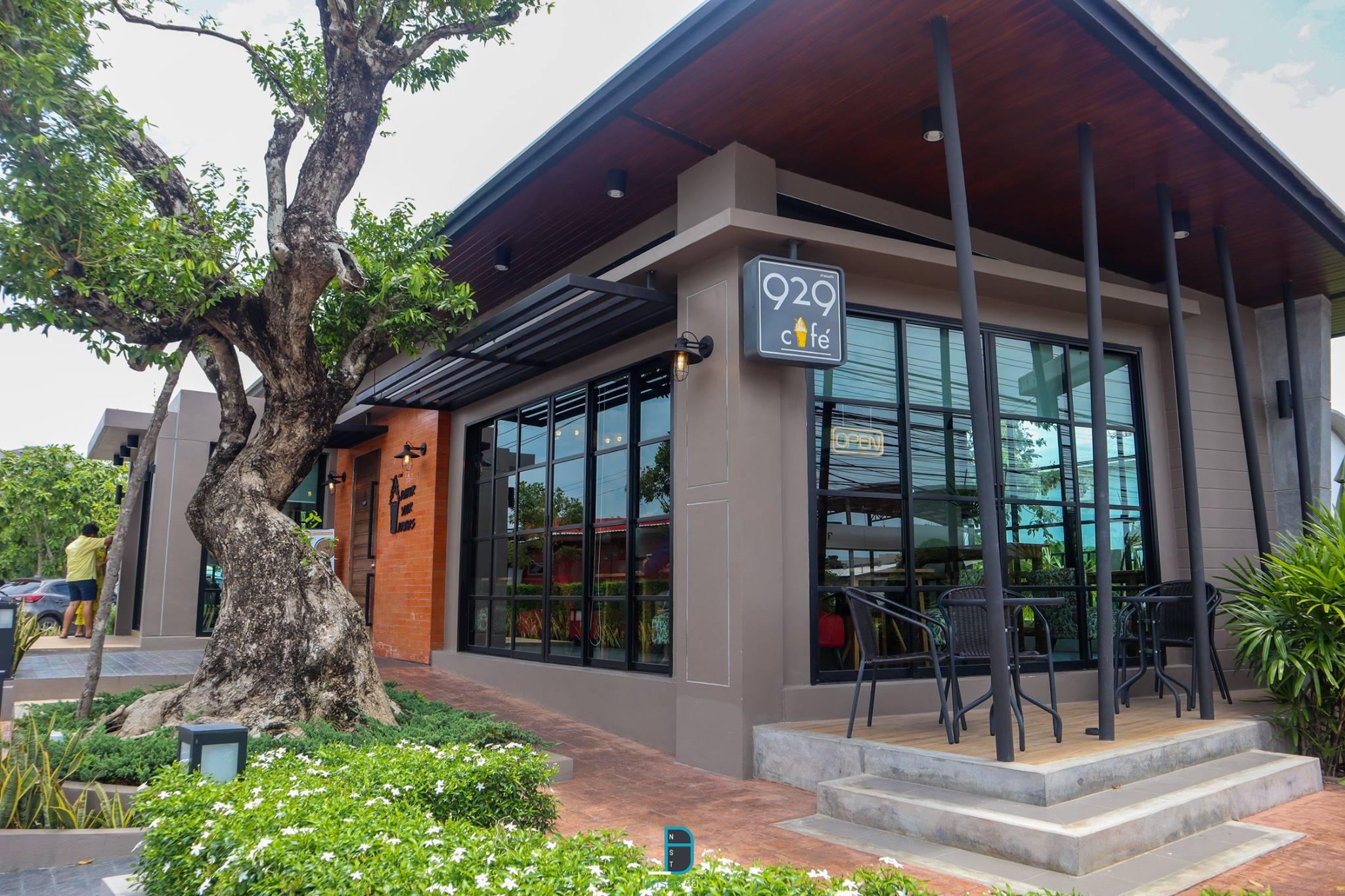 ต่อมาคือคาเฟ่สุดสวย-สำหรับนั่งชิวๆกัน-นั้นก็คือ-929-cafe-อยู่ด้านหน้าโรงแรม-Bunprasop-Garden-Hotel-นั้นเอง-ภายในนั่งสบายๆ-มีอาหารและเครื่องดื่มบริการครับ  ที่กิน,ที่เที่ยว,นครศรีธรรมราช,เมืองคอน,2018,BunprasopGardenHotel,นครศรี,อำเภอเมือง
