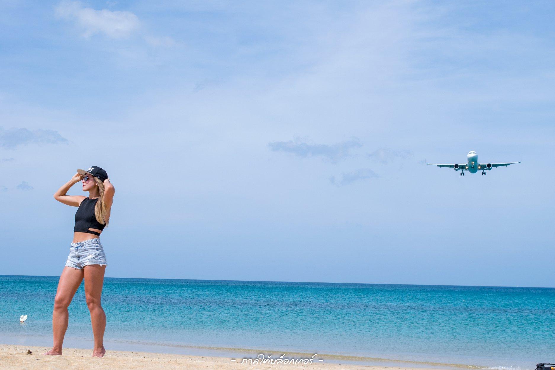 5.-หาดไม้ขาว-ภูเก็ต-ความสวยงามของทะเลบวกกับวิวที่เครื่องบินแล่นผ่านทำให้เราได้รูปสวยๆติดทั้งทะเลทั้งเครื่องบินกันมาครับ ภูเก็ต,สถานที่ท่องเที่ยว,ของกิน,จุดเช็คอิน,ที่เที่ยว,จุดถ่ายรูป