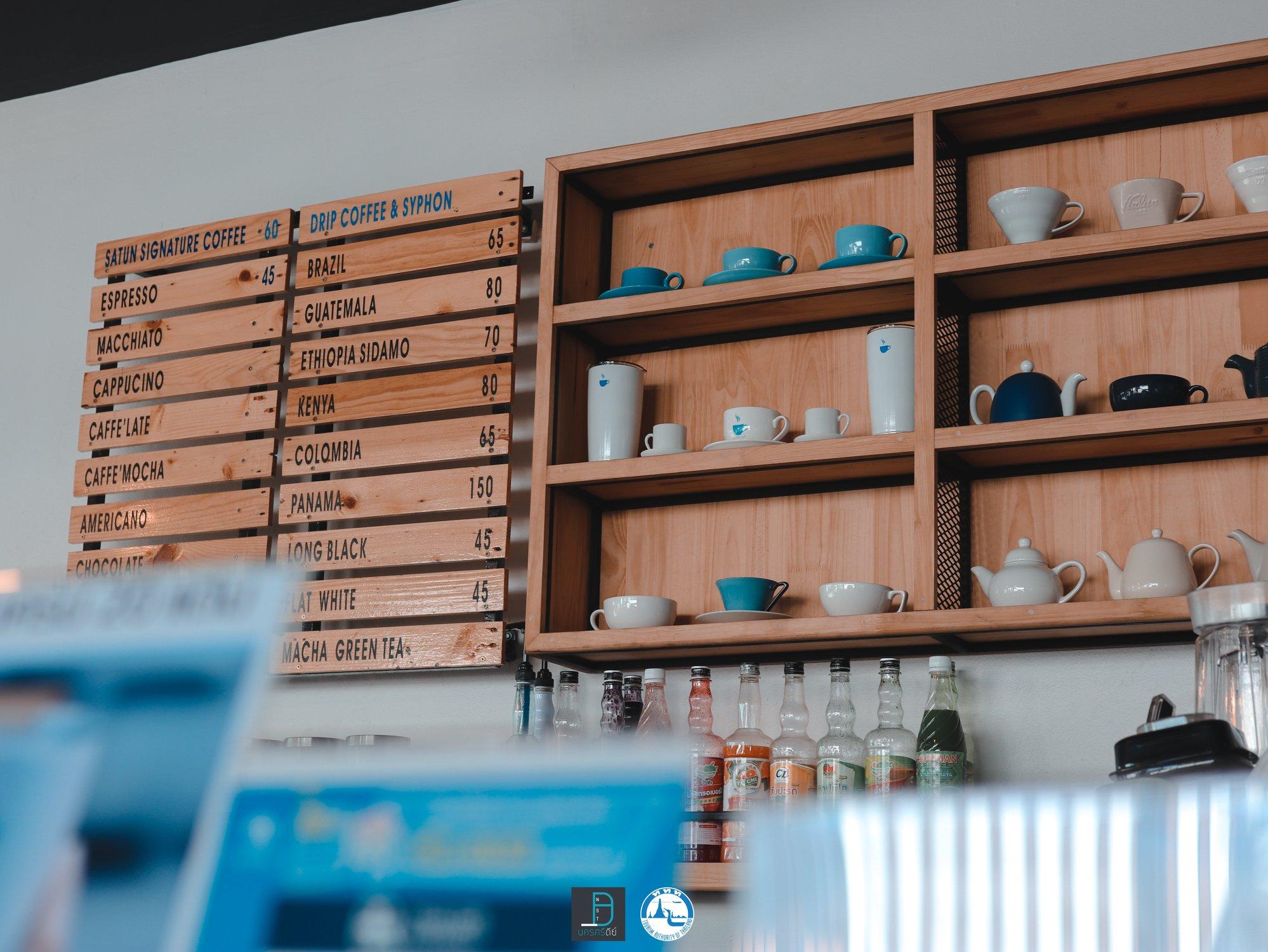 ร้านตกแต่งด้วย-โทน-Cup-เก๋ๆ-สไตล์-Blue---White-คุมโทนสวยเลยแหละ-ใครมาร้านนี้ก็ต้องใส่ชุดขาว-หรือสีฟ้าจะสวยเลย--รึปล่าว-แอดมั่วๆๆ--5555 คาเฟ่,สตูล,เด็ด,จุดเช็คอิน,อร่อย,ร้านอาหาร,จุดถ่ายรูป,สถานที่ท่องเที่ยว