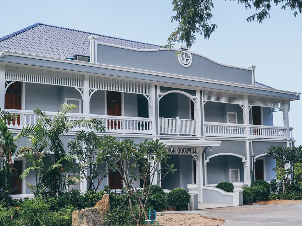 แค่มาถึงหน้าโรงแรมก็ขอบอกเลยว่าสุดยอดดดดด-โครงสร้างตึกสไตล์ยุโรปมินิมอลงามๆ-ด้านหลังตึกเป็นวิวทะเลสวยๆ  สิชล,เที่ยวไหนดี,สถานที่ท่องเที่ยว,ของกิน,จุดเช็คอิน,ห้องพัก,โรงแรม,รีสอร์ท